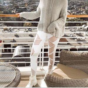 Alo High Waist Ultimate Legging White NWT Small
